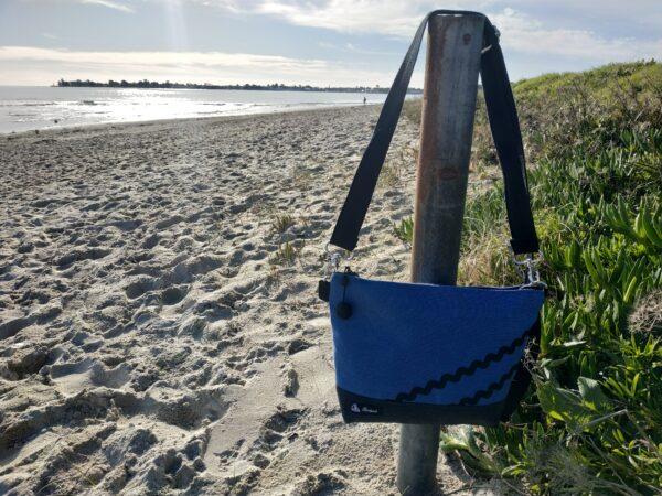 Besace gris-bleu-vagues noires