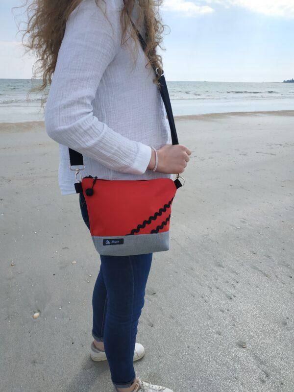 besace-rayé noir et blanc-rouge-vagues noires au-sable